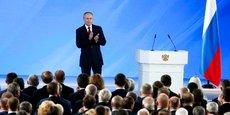 Le président russe Vladimir Poutine se joint aux applaudissements après son discours sur l'état de la nation, le 15 janvier 2020, à Moscou.