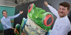 Kevin Alessandri et Maxime Feyeux autour de leur animal totémique, la rainette, alias treefrog en anglais.