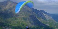 En 2019, l'entreprise a réalisé près de 400 parapentes, parachutes et autres voiles.