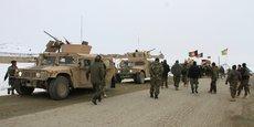 UN AVION DES FORCES AMÉRICAINES S'ÉCRASE EN AFGHANISTAN, LES TALIBAN DISENT L'AVOIR ABATTU