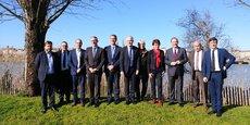 Patrick Bobet entouré d'une partie des candidats investis par Communauté d'avenir dont le maire de Bordeaux, Nicolas Florian.