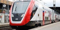 Exemple de la production récente de sa branche de matériel ferroviaire, le train à double étage Bombardier FV-Dosto Ville de Genève de l'opérateur ferroviaire suisse CFF en gare de Zurich (Suisse), le 29 avril 2019.