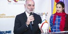 Laurent Gauze reçoit le prix décerné, le 19 février, par Le Courrier d'Espagne