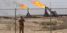Le torchage consiste à brûler le gaz qui s'échappe lors du processus d'extraction de brut, une opération qui se manifeste par une flamme sortant d'une torchère.