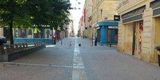 La rue Porte Dijeaux, dans le centre-ville de Bordeaux, était quasi-déserte ce mercredi 15 avril dans la matinée, au 30e jour du confinement.