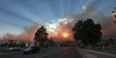 On ne parle plus d'« avenir » mais du « monde d'après ». Comme pour dire la rupture entre un « avant » et un « après » irréconciliables. Mais cette projection dans le monde d'après ne dit, au fond, rien d'autre que nos points de vue individuels sur le « monde d'avant »... [Illustration : coucher de soleil le 29 juin 2011, au 4e jour d'un gigantesque incendie près de l'une des principales usines de production d'armes nucléaires des État-Unis, à Los Alamos.]