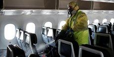 Avec la pandémie et les fermetures de frontières, le trafic aérien mondial s'est effondré, mettant les compagnies à genoux financièrement.