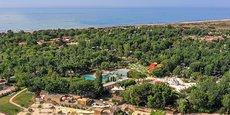 Le camping Sérignan-Plage (1 700 emplacements), dans l'Hérault, emploie habituellement 300 personnes durant la saison estivale.