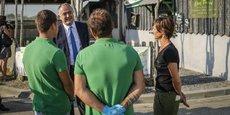 Le ministre de l'Agriculture et de l'Alimentation Didier Guillaume au contact des ostréiculteurs à Arcachon, le 3 juin 2020.