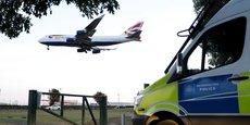 Toutes les arrivées par terre, mer et air, sont concernées par cette quarantaine imposée aux voyageurs arrivant au Royaume-Uni et mise en place depuis lundi par le gouvernement.