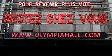 Le fronton à message de l'Olympia, l'une des mythiques salles de spectacles et de concerts parisienne, pendant le confinement (Photo prise le 22 mars 2020).