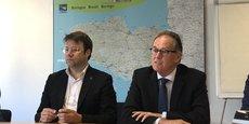 Loïg Chesnais-Girard et Alain Cadec, présidents de la Région Bretagne et du Conseil départemental des Côtes d'Armor ont officialisé vendredi matin la création de l'usine coopérative La Coop des masques.