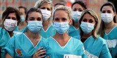 Des professionnels de santé manifestent, le 30 juin 2020 à Nice, pour demander plus d'investissements dans l'hôpital public.