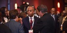 (Au centre) Worku Gachou, directeur général Afrique de DFC à Washington. Ici, lors du US Africa Business Summit à Maputo (Mozambique) en juin 2019. C'est à lui que rend compte Vibhuti Jain, directrice régionale basée à Johannesburg. Et tous œuvrent sous le leadership d'Adam Boehler.