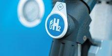 Selon la Commission européenne, « les coûts estimés aujourd'hui pour l'hydrogène d'origine fossile sont d'environ 1,5 €/kg dans l'UE, [...] de 2,5 à 5,5 €/kg » pour l'hydrogène « vert ».
