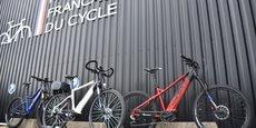 La Manufacture Française du Cycle (MFC) produit 450.000 vélos dont 100.000 électriques (VAE) par an. Elle a multiplié par trois sa production quotidienne pour répondre à une forte demande sur tous les segments, qu'ils soient musculaire ou électrique.