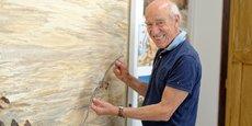 Jean-Charles Spindler dans son atelier de marqueterie d'art à Saint-Léonard (Bas-Rhin)
