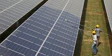 Selon MSCI, fournisseur d'indices, l'intensité carbone du Chinois Xinyi Solar Holdings, l'un des premiers fabricants au monde de verre solaire, atteint 1.627 tonnes de CO2 par million de dollars de chiffre d'affaires alors qu'elle n'est que de 218 pour le pétrolier Royal Dutch Shell.
