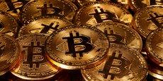 Dans les crypto-actifs se rangent les monnaies virtuelles, comme le bitcoin, ainsi que des nouveaux moyens de financement par des jetons (token) ouvrant des droits financiers ou à des services, et qui utilisent la technologie blockchain.