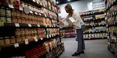 L'enquête en Occitanie révèle que les achats se font en hyper et supermarchés à 69 % pour les produits alimentaires, et à 60 % pour les biens non alimentaires.