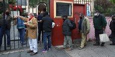 Buenos Aires, Argentine : des gens font la queue à la soupe populaire, le 23 juillet 2020.