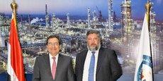 Tarek el Mulla, ministre égyptien du Pétrole et des ressources minérales (à gauche) et  Sergiy Pereloma, premier adjoint au directeur général de Naftogaz.