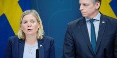 La ministre des Finances, Magdalena Andersson (à g.), en présence de Per Bolund, ministre des Marchés financiers et de la Consommation, lors d'une conférence de presse, le 30 mars 2020.