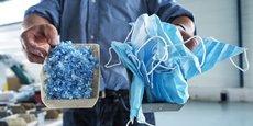 Les masques décontaminés et broyés sont utilisés par la société Plaxtil pour fabriquer des objets en plastique.