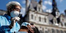 Le nombre de nouvelles hospitalisations sur les sept derniers jours s'élève EN France à 3.894 contre 3.853 samedi.