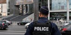 LE SUSPECT AVAIT DES VISÉES TERRORISTES, DIT MACRON