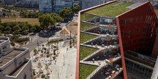 Situé au 231 avenue Félix Faure, les nouveaux bâtiments d'Orange compte 3.000 mètres carrés de toiture végétalisée, ainsi que des terrasses à tous les étages.