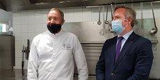 Jean-Baptiste Lemoyne, secrétaire d'Etat au Tourisme, à Montpellier, aux côtés du chef Jacques Mazerand, restaurateur à Lattes.