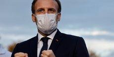 Le président de la République Emmanuel Macron lors de sa visite le 23 octobre 2020 aux personnels de santé du Centre hospitalier René Dubos, à Cergy-Pontoise, dans le Val-d'OIse.