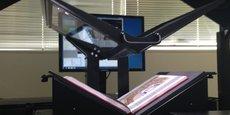 Un des super scanners développés par i2S : en plus de numériser les pages, il les tourne tout seul.