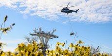 Un hélicoptère a dressé les premiers câbles qui serviront au téléphérique urbain de Toulouse, Téléo.