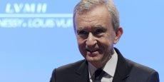 La famille de Bernard Arnault qui possède 46,8% du capital du groupe de luxe LVMH, première capitalisation de la Bourse de Paris, détient 3,9% du CAC 40, ce qui en fait le premier actionnaire des valeurs de l'indice.