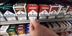 Le paquet de cigarettes va augmenter de 20 centimes en janvier prochain. Cette hausse sera la troisième en 15 mois, après une augmentation de 40 centimes en octobre 2012, puis de 20 centimes en juillet dernier.