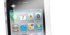 48% des échanges entre les clients et leur banque se font désormais via les smartphones, en France. REUTERS.