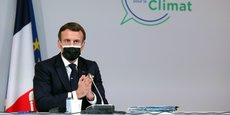 Emmanuel Macron a précisé que cette consultation porterait sur une réforme constitutionnelle en un article pour introduire les notions de biodiversité, d'environnement, de lutte contre le réchauffement climatique dans l'article 1.