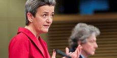 Margrethe Vestager, vice-présidente de la Commission européenne en charge du numérique et de la concurrence, et Thierry Breton, commissaire européen au marché intérieur, ont présenté mardi le Digital services act.