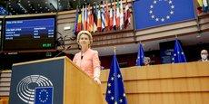 Enfin, d'ici une semaine, le premier vaccin sera autorisé, les vaccinations pourront commencer immédiatement [...]. C'est une tâche immense, a affirmé la présidente de la Commission Ursula von der Leyen devant le Parlement européen à Bruxelles.