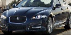 Jaguar, symbole du luxe automobile aux accents britanniques.