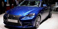 La Lexus IS 300h hybride participe au succès de Toyota