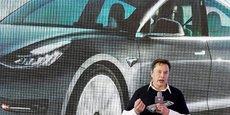 Tesla, remarque aussi S&P, semble avoir mieux géré les problèmes de chaînes d'approvisionnement et le manque de semi-conducteurs.
