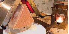 Cette année, la raclette se consommera d'abord en ligne... La vente à distance ayant explosé de 30 à 40% pour la Coopérative du Val d'Arly sur les fromages à fondue et raclette.