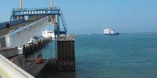 Depuis le début du mois de janvier, plus de dix mille poids-lourds en provenance ou à destination de l'Irlande ont emprunté l'une des trois passerelles ferries qu'abrite le port du Cotentin. Un record.