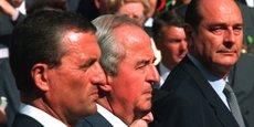Edouard Balladur (alors Premier ministre, au centre) et son ministre de la défense François Leotard (à gauche). Tous deux sont aujourd'hui poursuivis dans l'affaire Karachi.