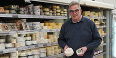 Philippe Delin, patron de la fromagerie éponyme, reine incontestée du brillat-savarin. « Pour fabriquer nos fromages, nous avons besoin de beaucoup de crème. Une fois extraite de la matière première, il nous reste des quantités de lait demi écrémé dont nous n'avons plus besoin », explique-t-il.