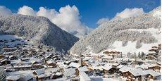 À La Clusaz (Haute-Savoie), au coeur du massif des Aravis, le taux d'occupation a oscillé entre 60% et 73% durant les vacances scolaires de février, au lieu de 80 à 90% les hivers précédents.