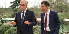 Jean-Paul Garraud, tête de liste RN pour les élections régionales en Occitanie, et Julien Sanchez, maire RN de Beaucaire et président du groupe des élus du RN au Conseil régional d'Occitanie, à Beaucaire le 4 mars 2021.